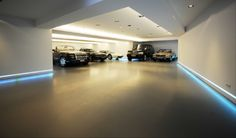 plain and simple. my kind of garage. : plain and simple. my kind of garage. Garage Game Rooms, Garage Shop, Garage House, Dream Garage, Car Garage, Garage Parking, Commercial Architecture, Facade Architecture, Garage Design