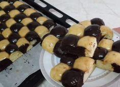 A tésztából golyókat formált, majd tepsibe tette, elképesztően finom sütemény lett belőle! - Ketkes.com Pancakes, Food And Drink, Pudding, Sweets, Breakfast, Pastries, Sweet Pastries, Breakfast Cafe, Goodies
