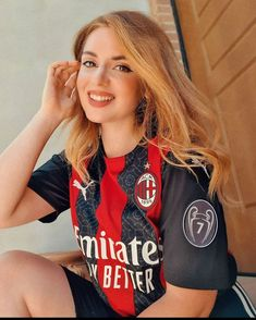 Hot Football Fans, Football Girls, Girls Soccer, Soccer Fans, Chloe Grace Moretz, Beautiful Girl Image, Ac Milan, Chelsea Fc, Girls Image
