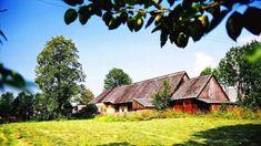 Región je známy prírodným bohatstvom, stavebnými pamiatkami. Je rodiskom spisovateľov P. O. Hviezdoslava, Mila Urbana či Martina Kukučína. Cabin, House Styles, Home Decor, Decoration Home, Room Decor, Cabins, Cottage, Home Interior Design, Wooden Houses
