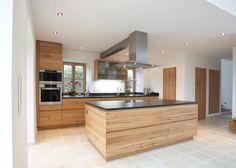 Küche aus einer wilden Ulme.