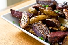 Side dish recipe for flavorful, slightly tangy fingerling potatoes roasted with balsamic vinegar, olive oil and thyme. Potato Dishes, Food Dishes, Side Dishes, Side Dish Recipes, Vegetable Recipes, Roasted Fingerling Potatoes, Food Obsession, Appetizer Recipes, Appetizers