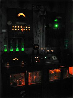 Frankenstein Laboratory Props - Definitely do-able with my Mad Scientist son. Arc ladder, fish tank bubblers, lots of dials and lighting! Great detail photos on this link.