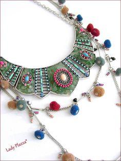Collier-Plastron et sautoir - Agate verte, cabochons, perles et pompons multicolores : Collier par ladyplazza Agate Verte, Cabochons, Lady, Jewelry, Fashion, Pom Poms, Beads, Unique Jewelry, Necklaces
