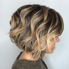 60 Layered Bob Styles: Modern Haircuts with Layers for Any Occasion Bronde Wavy Bob Bobs For Thin Hair, Wavy Bobs, Layered Wavy Bob, Modern Haircuts, Modern Hairstyles, Short Hairstyles, Boy Haircuts, Bobbed Haircuts, Japanese Hairstyles