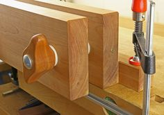 Here are the step-by-step instructions for building a Moxon vise inexpensively, with no unusual tools, and readily available hardware.