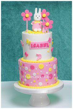 Taartjes-van-An-bruidstaart-nunspeet-Miffy cake Nijntje taart kindertaart-taart-nunspeet-bruidstaart-moustache-taart-nunspeet-bell-inn-bruidstaart-harderwijk-bruidstaart-elbur.jpg