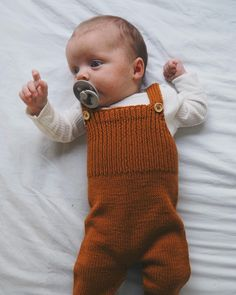 Willums Selebukser 👌🏻 Lillesøster iklædt et rigtig fint sæ Cute Baby Clothes, Baby & Toddler Clothing, Toddler Outfits, Kids Outfits, Little Boy Fashion, Baby Boy Fashion, Kids Fashion, Knitting For Kids, Baby Knitting Patterns
