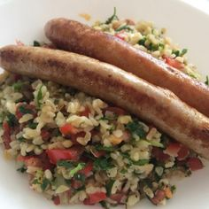 A refreshing salad with some protein with it, sausages! Also super easy to make in the evening and take it to work or school.