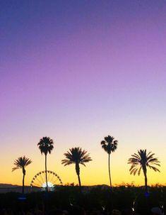 Ce week-end, nos timelines Instagram ont été inondées de photos en provenance de Coachella, le festival musical de Palm Springs, en Californie. Entre palmiers, grande roue, looks et concerts, les festivaliers nous ont fait rêver. Découvrez leurs meilleures photos. http://www.elle.fr/People/La-vie-des-people/News/Coachella-les-plus-belles-photos-des-festivaliers
