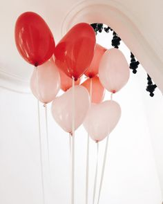 Heart balloons are always a good idea - pic by @Lyloutte
