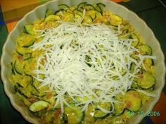 Zapékaná cuketa po francouzsku Vegetable Recipes, Zucchini, Cabbage, Food And Drink, Cooking Recipes, Treats, Pizza, Vegetables, Sweet Like Candy