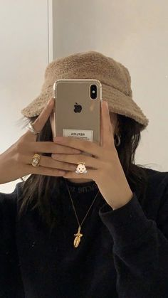 Cream Aesthetic, Brown Aesthetic, Aesthetic Photo, Aesthetic Girl, Aesthetic Pictures, Aesthetic Outfit, Foto Face, Foto Mirror, Photographie Indie