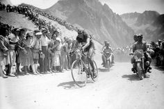 Fausto Coppi climbing Col du Tourmalet, 1949 #TDF, St.11. First Tour de France edition that visit Spain. Il grande Fausto became first cyclist to win the Giro and Tour in the same year.