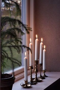 my scandinavian home: Let it Glow: 5 Pretty Candle Displays You Can Make In An Instant! my scandinavian home: Let it Glow: 5 Pretty Candle Displays You Can Make In An Instant! Noel Christmas, Simple Christmas, Winter Christmas, Xmas, White Candles, Diy Candles, Scandinavian Home, Scandinavian Christmas, Diy Candle Display
