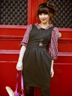 I really like this look. I need some plain collared shirts to wear under my short sleeve dresses.