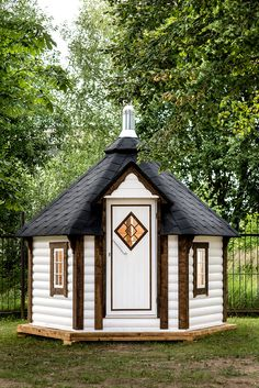 It so easy to get yourself into your own Outdoor Saunas! If you want a small sauna, take some time to consider a mobile wooden sauna Sauna House, Sauna Room, Outdoor Sauna, Outdoor Lighting, Design Sauna, Fenetre Double Vitrage, Bbq Hut, Barrel Sauna, Wood Fuel