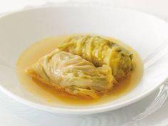 谷 昇 さんのキャベツを使った「ロールキャベツ」。煮込み料理の代表のロールキャベツ。柔らかい肉と甘いキャベツとが混然一体のおいしさです。 NHK「きょうの料理」で放送された料理レシピや献立が満載。