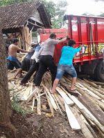 Patroli Rutin Wakapolsek Nguling Bantu Atasi Truk Mogok Di Desa Sebalong
