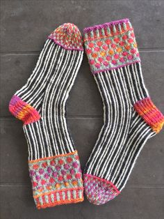 Wooly Jumper, Cozy Socks, Knitting Socks, Knit Socks, How To Purl Knit, Fashion Socks, Sock Shoes, Knit Crochet, Knitting Patterns