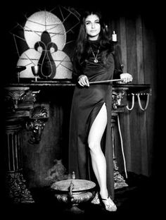 Drawing Blood, Life Drawing, Toys For Tots, Gothic Aesthetic, Occult Art, My Images, Mystic, Vintage Ladies, Witch