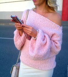 Купить Свитер альпака-нежное букле. Объемный с открытым плечом - розовый, однотонный, свитер
