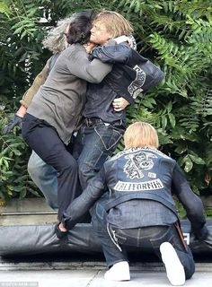 On the set of sons of anarchy season 7- what am I even seeing here?