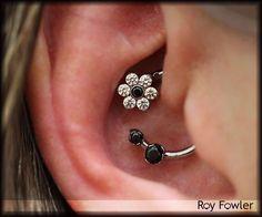 Piercing Daith Jewelry Ears 41 New Ideas Daith Piercing Schmuck, Daith Earrings, Cartilage Piercings, Ear Peircings, Body Piercings, Tragus, Gauges, Types Of Ear Piercings, Cute Ear Piercings