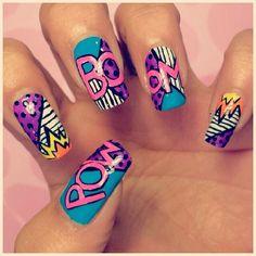 Si hay algo que caracteriza nuestra marca son diseños como estos!!! Atrévete a cambiar y hacer algo diferente en tus uñas. Para las amantes de los comics Estas bellas  Comics Nails!!! #ComicsNails #Retronailsbeautybar #Cedritos #Spadeuñas #NailsBar #bogota #PopArt