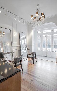 Salón White _ diseño por #masarquitectura _ #interiordesing #interiorismo #shop #fashion #bellza #moda #beauty #white #steel #concrete #wood #acero #hormigón #madera #furnituredesign #furniture #diseño #mobiliario #coruña #barbershop #barber