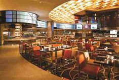 Fill Up on King Crab Legs at Las Vegas' Absolute Best Seafood Buffets Best Buffets In Vegas, Las Vegas Buffet, Seafood Buffet, King Crab Legs, Casino Hotel, French Restaurants, Casino Cakes, Las Vegas Trip, Meals For Two