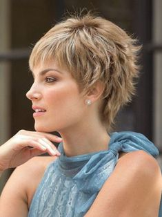 How to style the Pixie cut? Despite what we think of short cuts , it is possible to play with his hair and to style his Pixie cut as he pleases. Long Pixie Cuts, Short Pixie Haircuts, Pixie Hairstyles, Short Hair Cuts, Natural Hairstyles, Wedding Hairstyles, Blonde Pixie, Corte Y Color, Long Wavy Hair