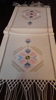 This Pin was discovered by Şul Hardanger Embroidery, Embroidery Patterns, Hand Embroidery, Swedish Weaving, Cross Stitch Borders, Cross Stitches, Couture Embroidery, Crochet Stitches, Needlework