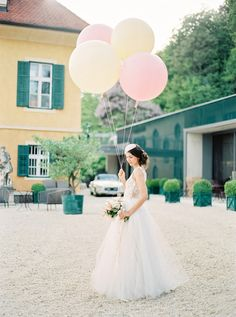 lovely dress, love the balloons as a prop for pre-wedding pics!