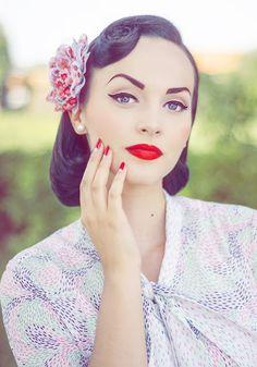 Idda van Munster - The Bosnian Vintage Pinup Pin Up Makeup, Beauty Makeup, Hair Makeup, Hair Beauty, Eyeliner Makeup, Real Beauty, Pin Up Looks, Pinup, Vintage Makeup