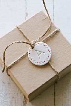 a quick and easy clay gift tag tutorial: movita beaucoup | diy clay gift tags/ornaments | http://movitabeaucoup.com