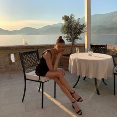 Dinner date outfit Dinner Date Outfits, First Date Outfits, Date Dinner, Club Outfits, Night Outfits, Dress And Heels, Dress For You, Nude High Heels, Minimal Outfit