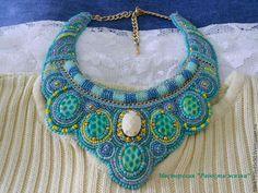 Встречайте ожерелье`Mint heaven`! Мята, свежесть и не проходящая любовь к этому цвету сподвигли меня на его создание.) Стекло, чешский бисер, бусины, цепочки, изнанка экокожа.