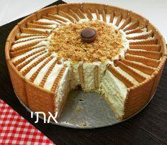 מתכון עוגת ביסקוויטים מלכותית,העוגה הכי פשוטה שיכולה להיות. מצרכים בסיסיים ופשוטים שיש לכל אחד בבית. מתכון קל, פשוט ומהיר להכנה, 10 דקות וסיימתם.כל אחד יכול Unique Recipes, Sweet Recipes, Cake Recipes, Dessert Recipes, Desserts, Cupcakes, Cake Cookies, Oreo Cheesecake Bites, Creme Dessert