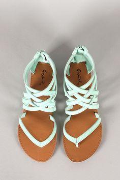 love these! #flats #flatsandals #sandals