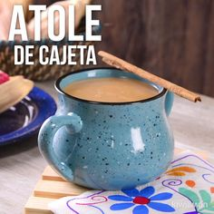 Nothing like a rewarding and delicious atole de cajeta for a cold afternoon. This rich hot drink is an incredible option because it has a unique flavor that you can not resist. Authentic Mexican Recipes, Mexican Food Recipes, Indian Recipes, Rice Recipes, Tasty Videos, Food Videos, Mexican Drinks, Mexican Dishes, Kitchen Gourmet