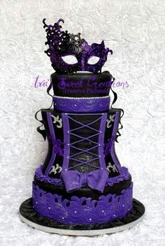 GORGEOUS #Gothic masquerade and burlesque CAKE