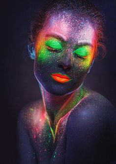 Body painting is a form of body art where artwork is painted directly onto the human skin. Uv Makeup, Makeup Art, Neon Painting, Light Painting, Body Art Photography, Creative Photography, Maquillage Phosphorescent, Tinta Neon, Photographie Art Corps