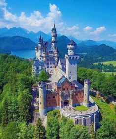 Tag someone you'd like to visit this castle with ! Neuschwanstein Castle Bavaria - Germany Pic via Wonderful Places, Beautiful Places, Travel Around The World, Around The Worlds, Germany Castles, Neuschwanstein Castle, Fairytale Castle, Castle House, Tower Castle