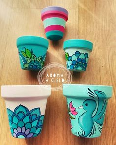 Macetas pintadas a mano by katharine Flower Pot Art, Flower Pot Crafts, Clay Pot Crafts, Diy And Crafts, Arts And Crafts, Flower Pot Design, Art Crafts, Painted Plant Pots, Painted Flower Pots