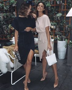 wedding guest outfit The best batwing dress of all time is back in stock in the classiest of colours With a wrap fit and a front slit that goes a little bit Fashion Mode, Look Fashion, Fashion Outfits, Fashion Brands, Classy Outfits, Casual Outfits, Cute Outfits, Party Outfits, Rock Outfits