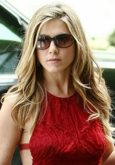 Celebs who can't stand Jennifer Aniston – Celebrities Woman Jeniffer Aniston, Jennifer Aniston Pictures, Jennifer Aniston Style, John Aniston, Short Dark Hair, Casual Hairstyles, Long Hairstyles, Edgy Hair, Women's Dresses