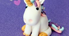 Blog que comparte gratuitamente moldes (patrones) para realizar cualquier tipo de manualidad. Fondant Figures, Unicorn Birthday, Birthday Cake, Fondant Rainbow, Sugar Craft, Pasta Flexible, Just Desserts, Cake Toppers, Cake Decorating