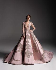 Elegant HACERZUMRUT Beautiful Gowns, Beautiful Outfits, Elegant Dresses, Pretty Dresses, Prom Dress Couture, Evening Dresses, Prom Dresses, Ball Gowns, Queen