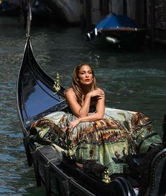 Venice Italy, Jennifer Lopez, Simple Style, Celebrity Style, Fashion Looks, Vogue, Ootd, Hollywood, Wonder Woman
